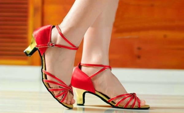 chaussures-de-salsa-talons-dorés