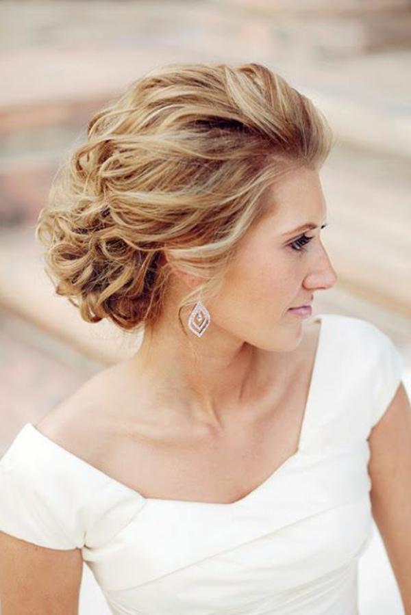 coiffure mariage cheveux mi-longs chignon-Coiffure-de-marriage-cheveux-mi-longues