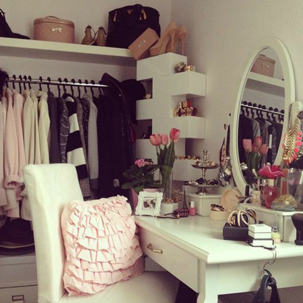 closet-moderne-maquillage-table