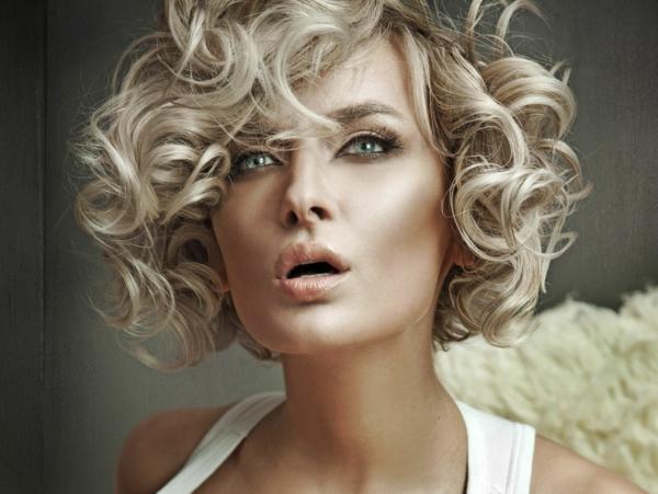 coiffure-tendance-cheveux-bouclés