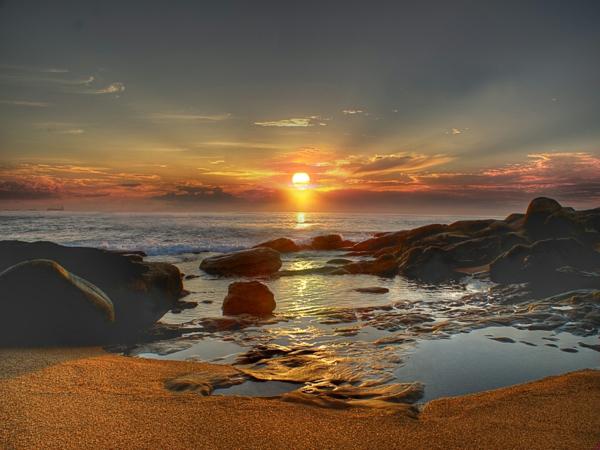 coucher-de-soleil-en-bord-de-mer-fonds-decran-couche