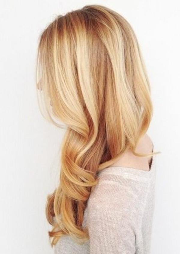 coupe-de-cheveux-a-la-mode-blonde-cheveux-longs