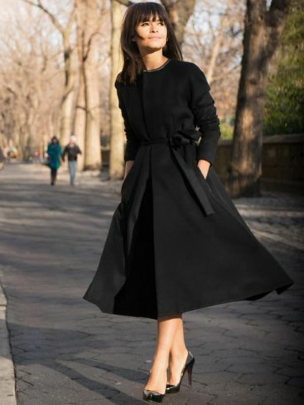 coupe-de-cheveux-a-la-mode-robe-noir