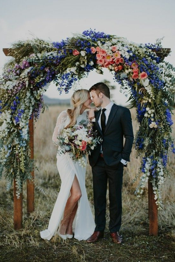 couple-mariée-heureux-jolie-bouquet-de-fleurs (2)