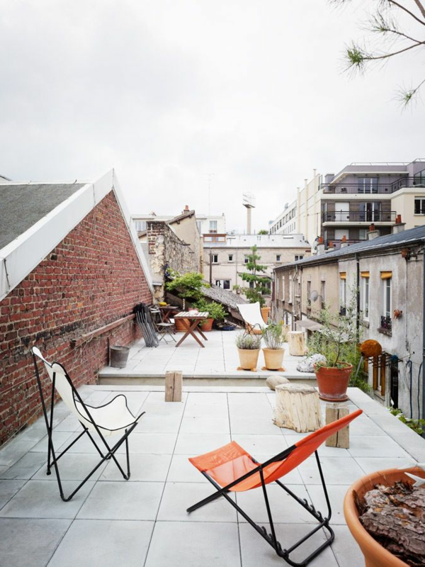 cour-extérieur-fauteuil-papillon-terrasse