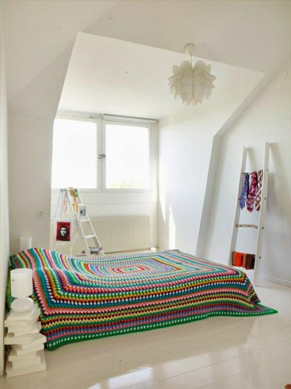 couverture-de-lit-coloré-tricoté