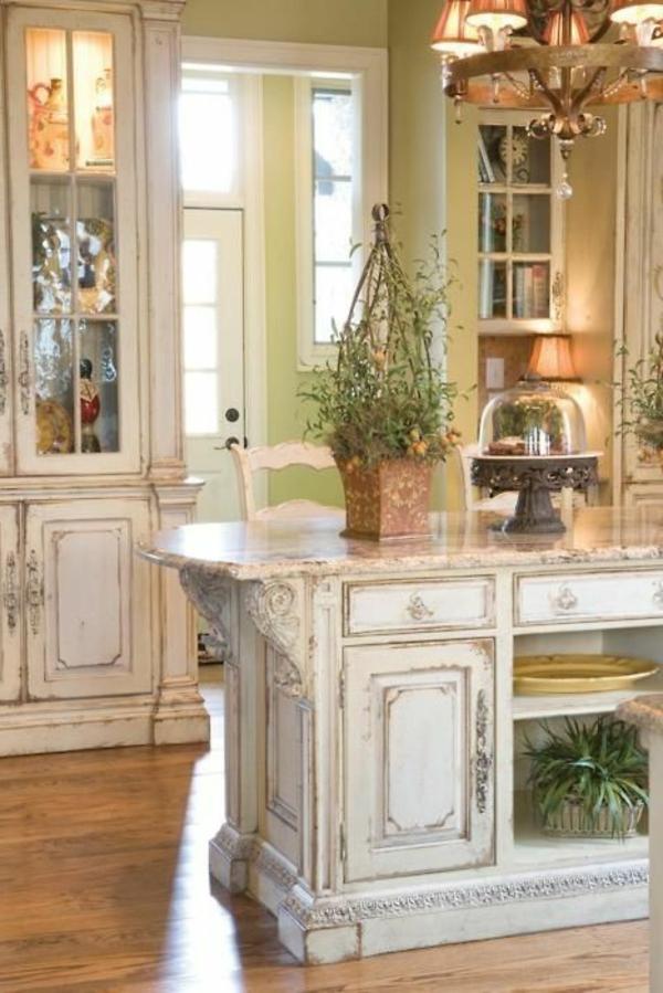 L armoire ancienne pour votre demeure moderne for Cuisine dans maison ancienne