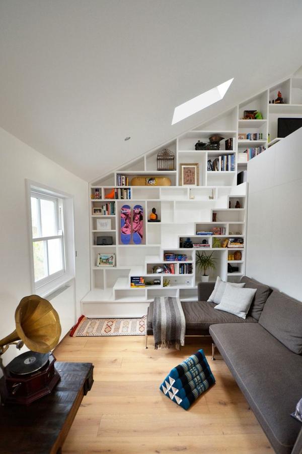 escalier-loft-bibliothèque-intégrée-miraculeuse