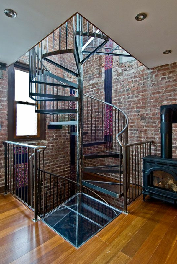 escalier-loft-et-un-poêle-rustique