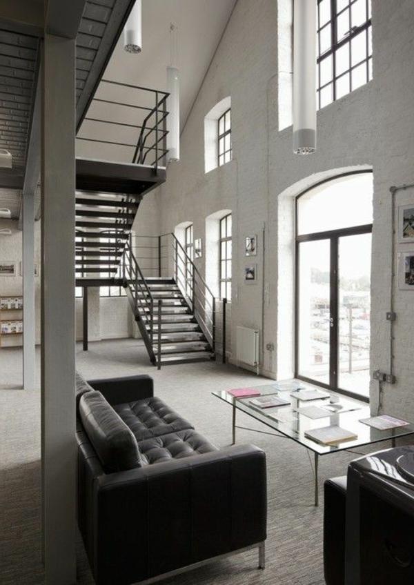 escalier-loft-intérieur-ouvert-à-plafond-haut