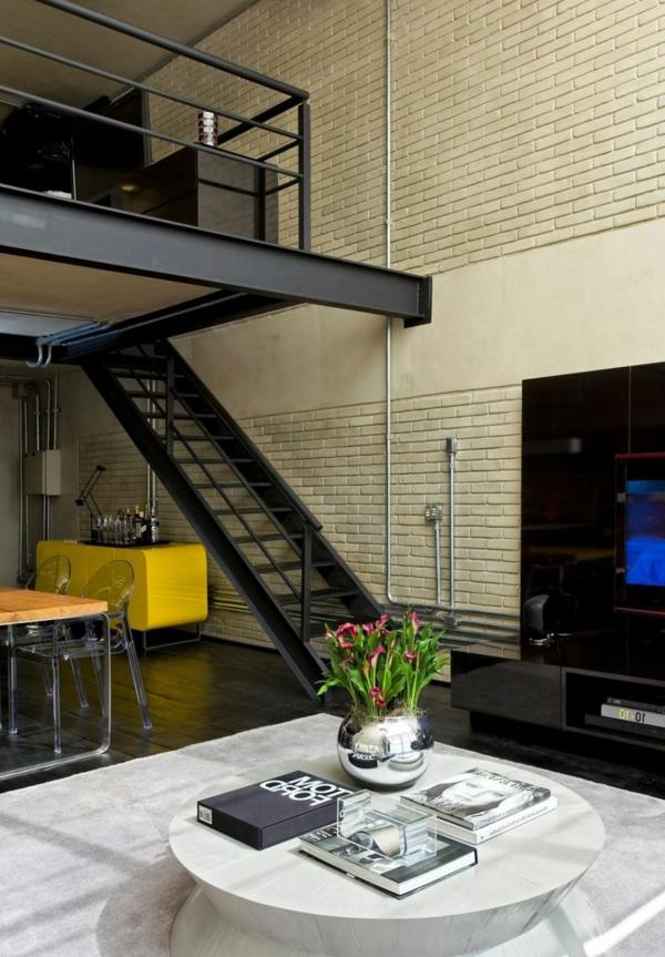 escalier-loft-un-duplex-superbe-petite-table-ronde-escalier-noir