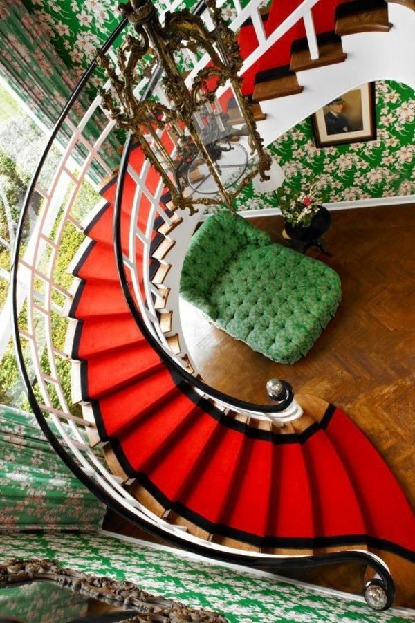 escalier-rouge-meuble-rouge