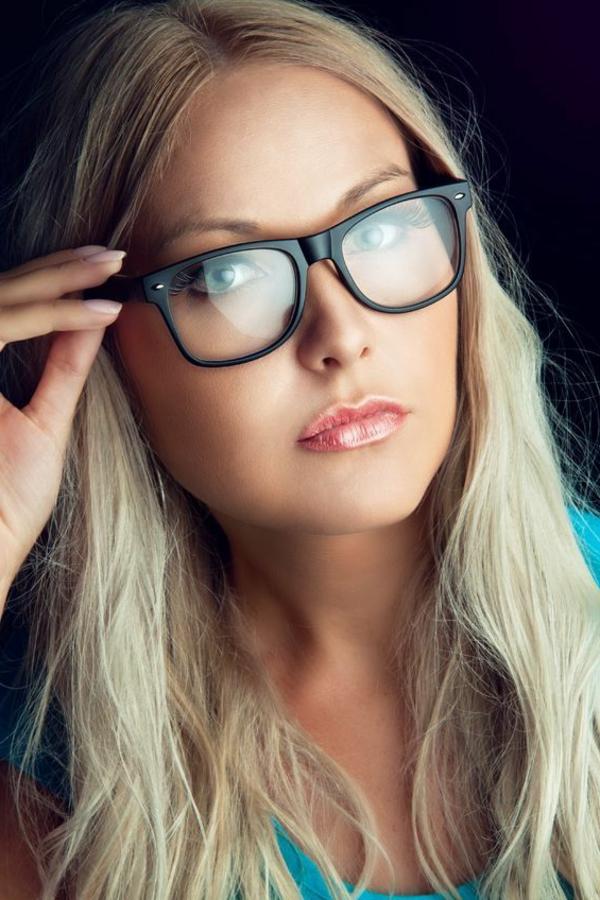 femme-avec-lunettes-de-vue