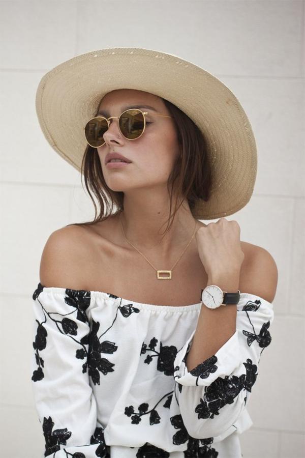 femme-chique-avec-des-lunettes-de-soleil-dorrées-resized