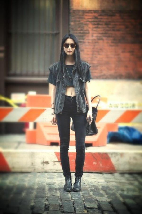 femme-moderne-vêtements-gothiques