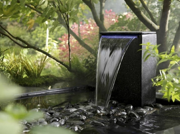fontaine de jardin moderne une fontaine de jardin design quelques id es en photos fascinantes. Black Bedroom Furniture Sets. Home Design Ideas