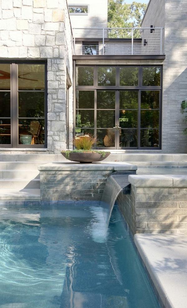 fontaine-pour-bassin-maison-blanche-contemporaine