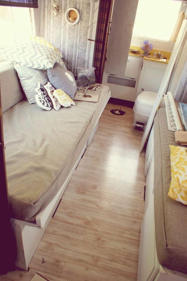 fourgon-aménagé-camping-car-sol-en-lino