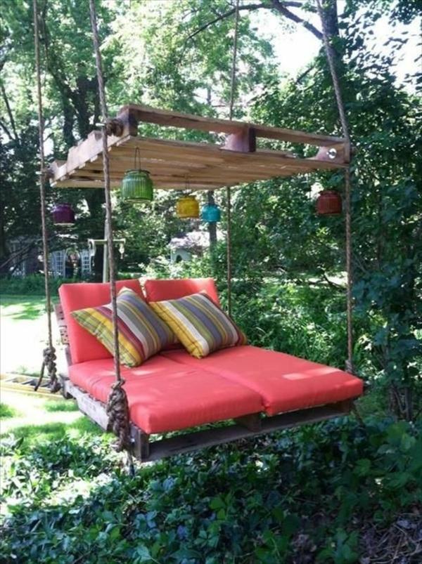idée-jardin-coussins-lit-balançoire-dehours