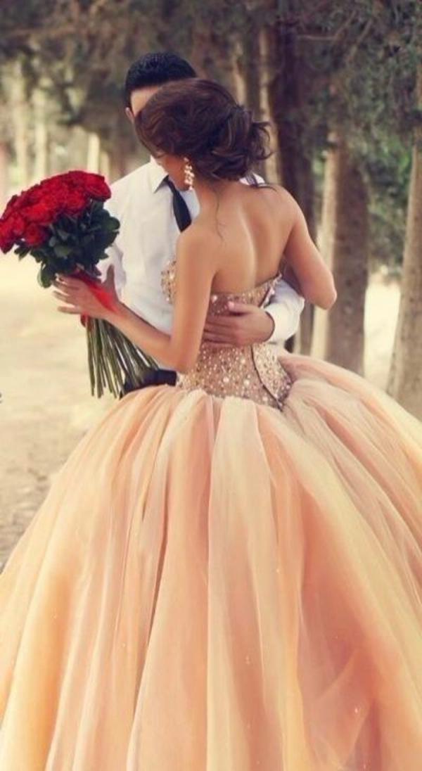inspiration-robe-que-une-princesse-va-porter-pour-se-marier-orange