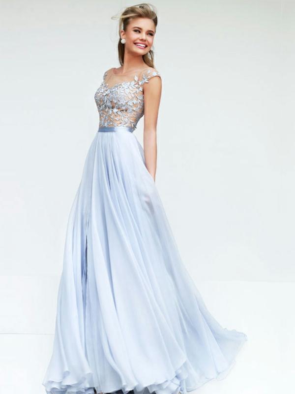 inspiration-robe-que-une-princesse-va-porter-pour-son-balle-de-promo-longue-robe-bleu-claire
