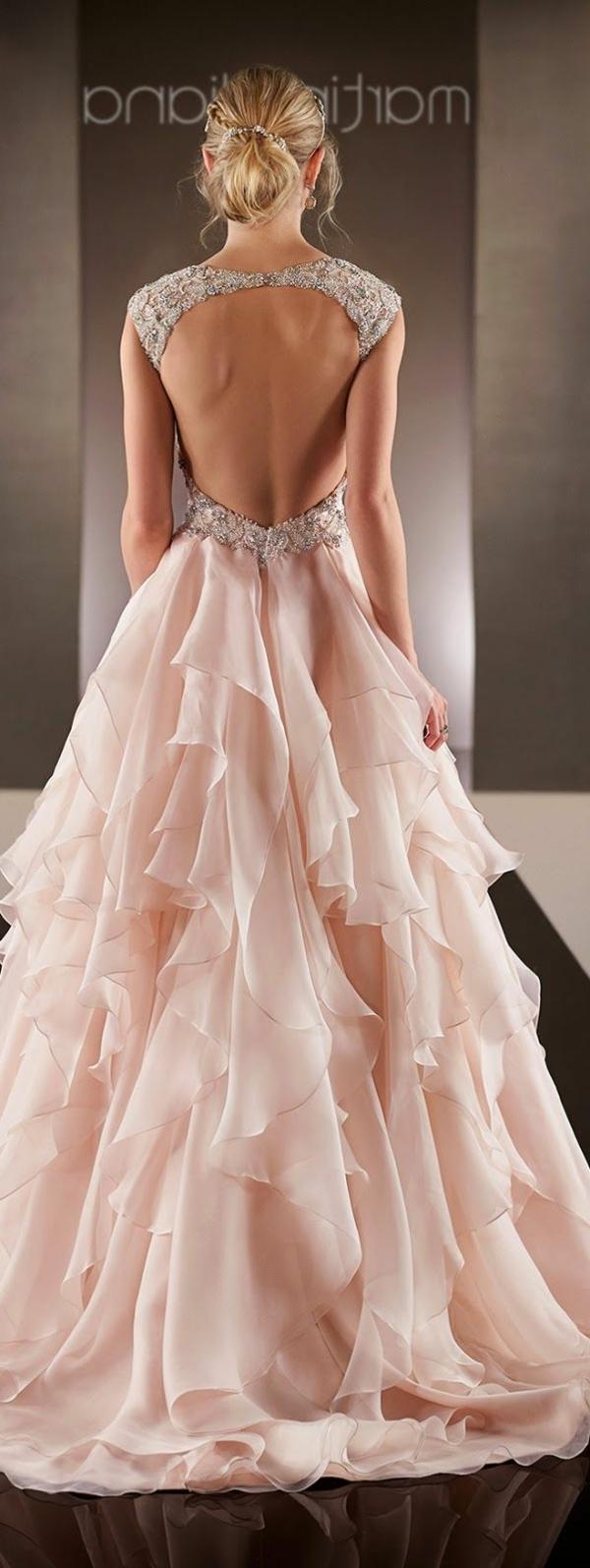 inspiration-robe-que-une-princesse-va-porter-pour-son-balle-de-promo-robe-en-ondes