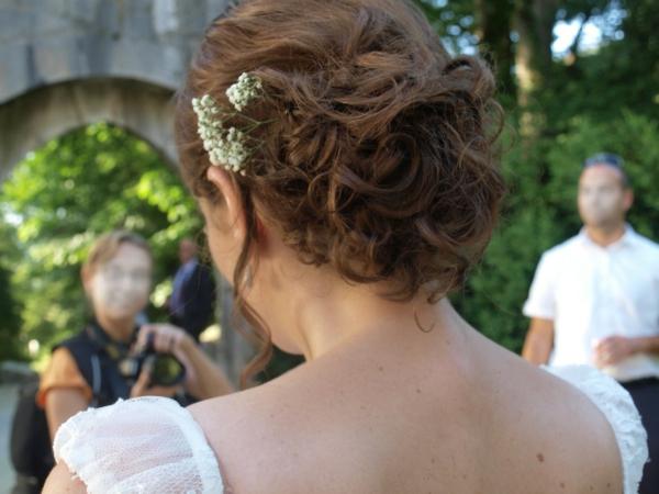 jardin-mariage-Chignon-mariages-tresse-brune-30ans-beauté
