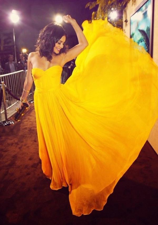 jaune-robe-de-soirée-longue-bal-de-promo