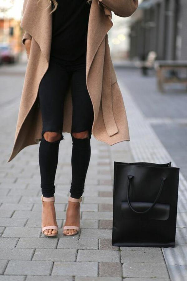 jeans-moderne-femme-jean-noir-déchiré
