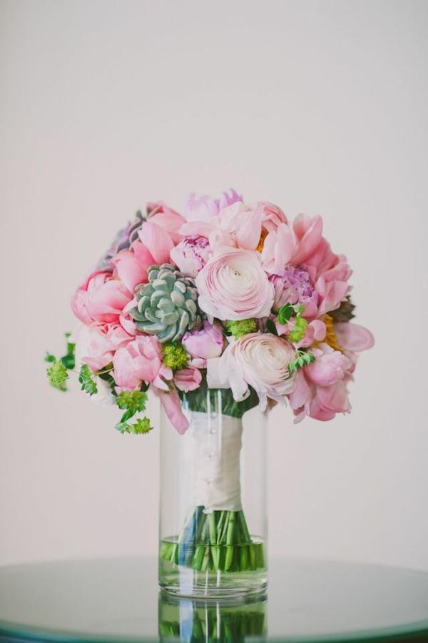 joli-bouquet-de-mariage-idée-créative-dans-une-vase