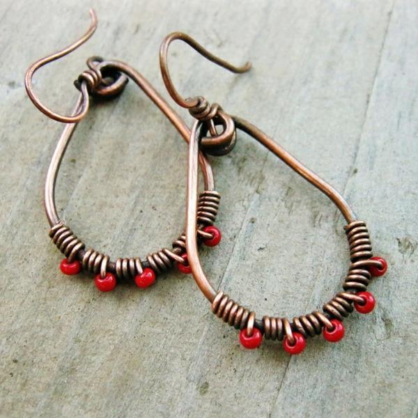 jolie-accessoire-originale-boucle-d-oreille-rouge-pierres