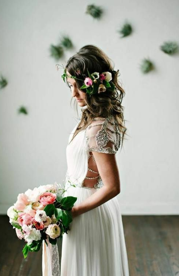 jolie-femme-robe-blanche-bouquet-mariage