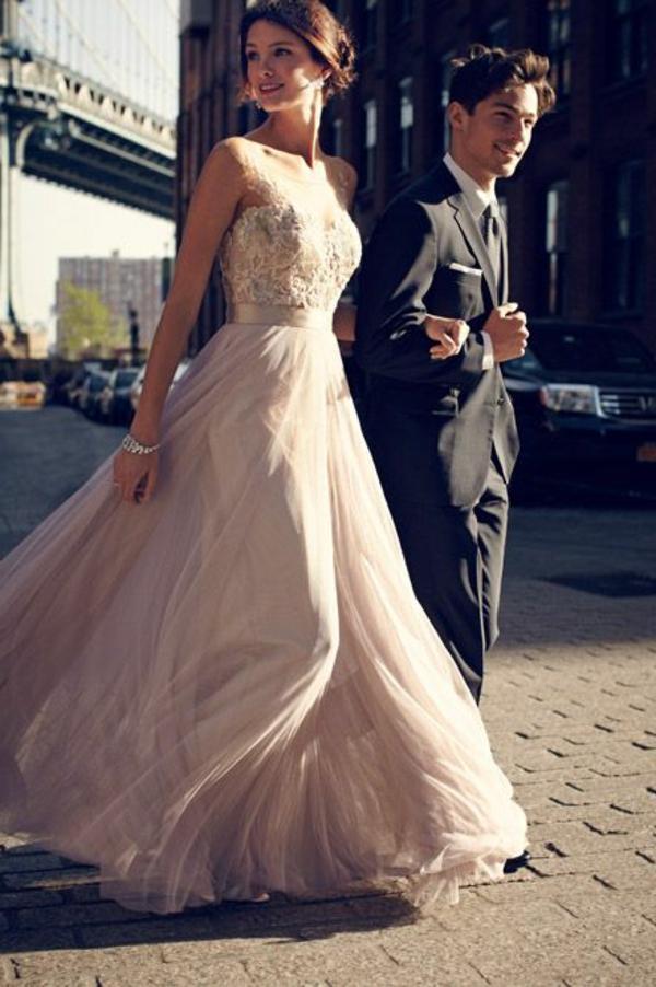 jolie-fille-et-mec-à-New-York-robe-de-soirée-coustume-blacktie