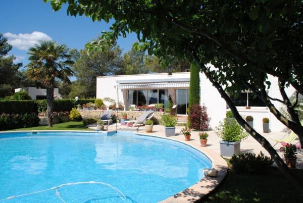 jolie-maison-moderne-style-américain-piscine