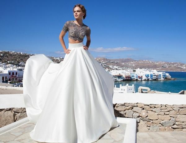 jolie-robe-à-deux-pièces-au-bord-de-la-mer-robe-de-soirée
