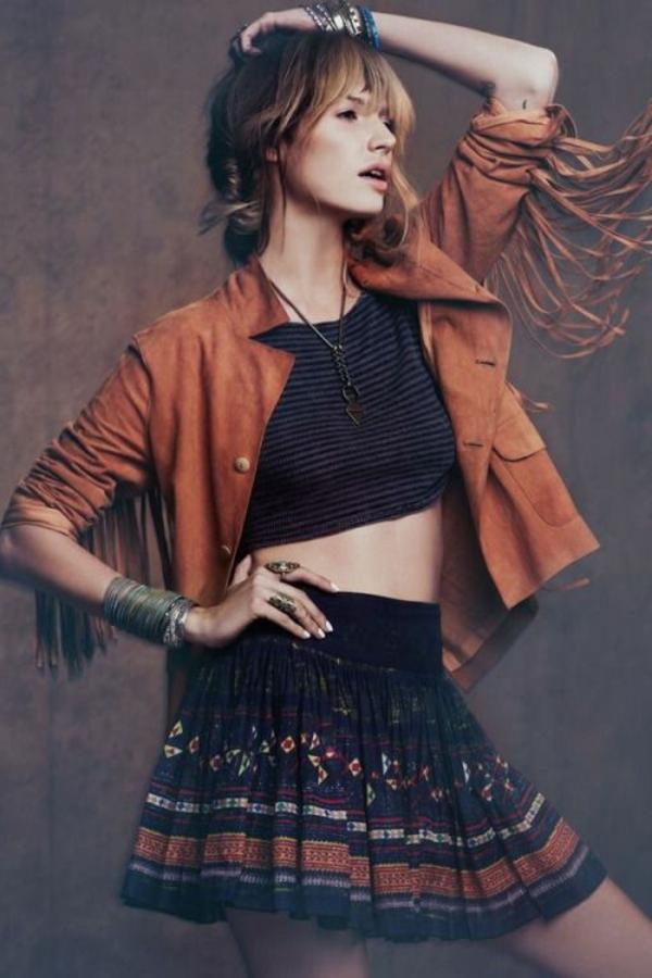 jupe-courte-crop-top-accessoires-style-hippie