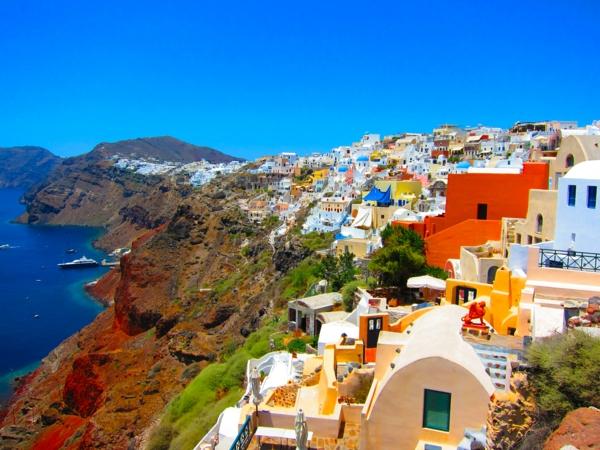 l'Ile-de-Santorin-paysage-joli-coloré-maisons