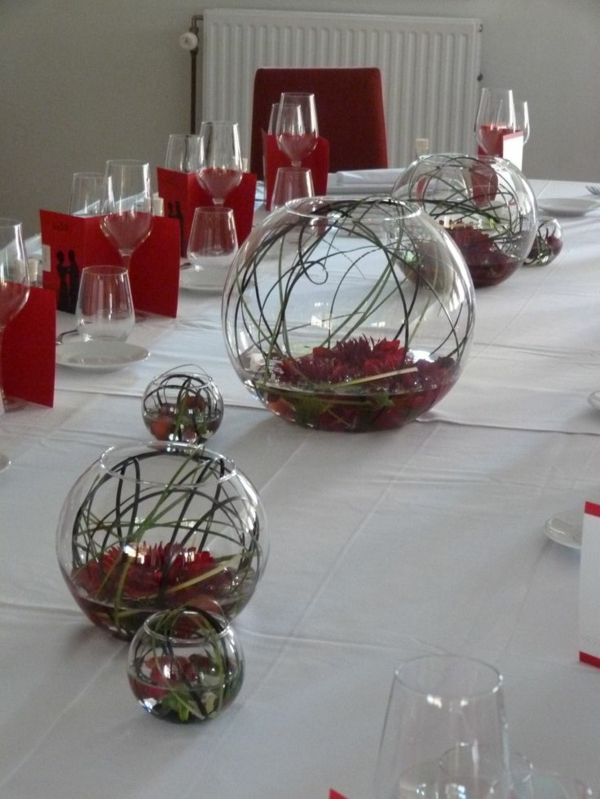 la-déco-de-mariage-fleurs-idée-créative-decoration-rouge