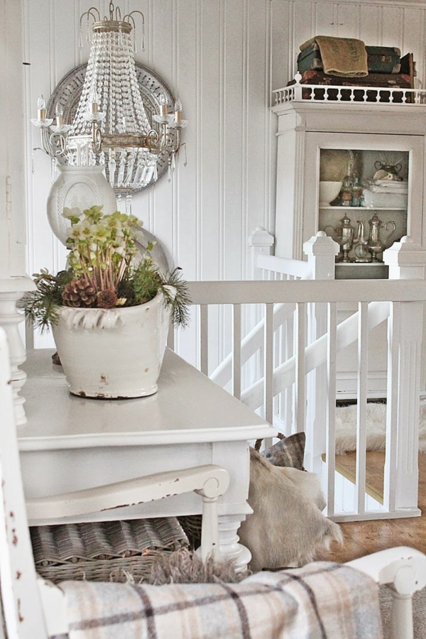 lampe-cristallin-blanche-escalier