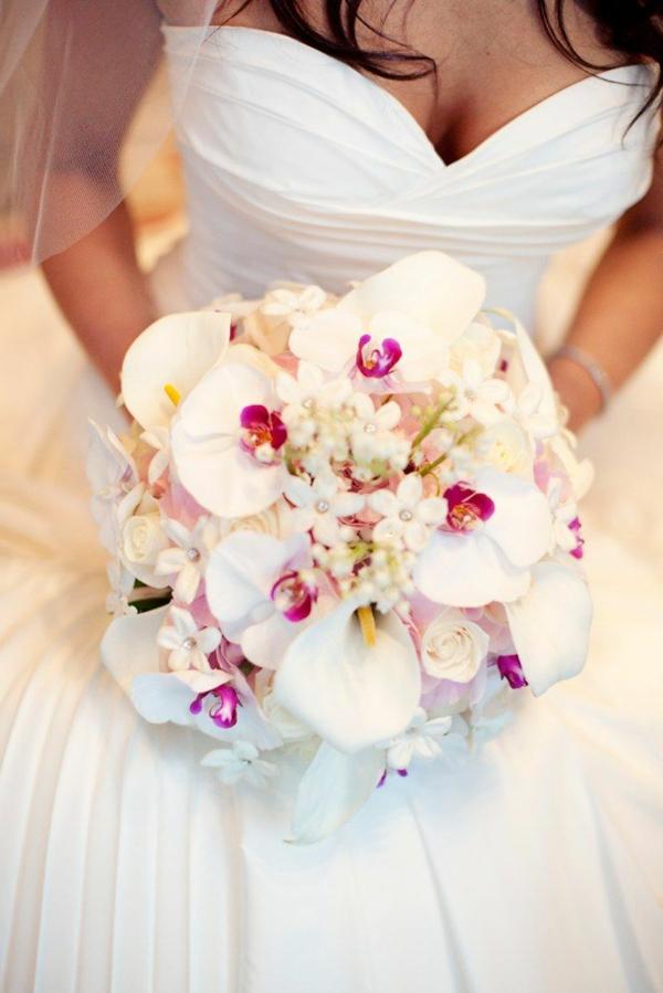 le-bouquet-de-mariée-en-cascade-retombant