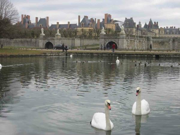 le-château-joli-Paris-Fontainebleau-beauté-lac-resized