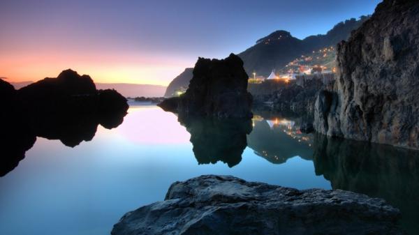 le-coucher-du-soleil-sur-la-mer-le-monde-beau