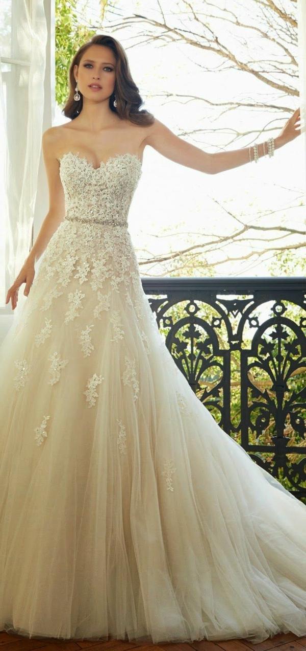 le-jour-du-mariage-avec-une-robe-princesse-jolie