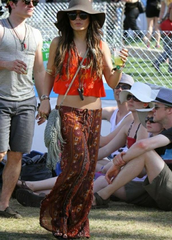 le-tenue-pour-festivale-de-musique-vanessa-hudgens-mele-deux-tendances-chic-boho
