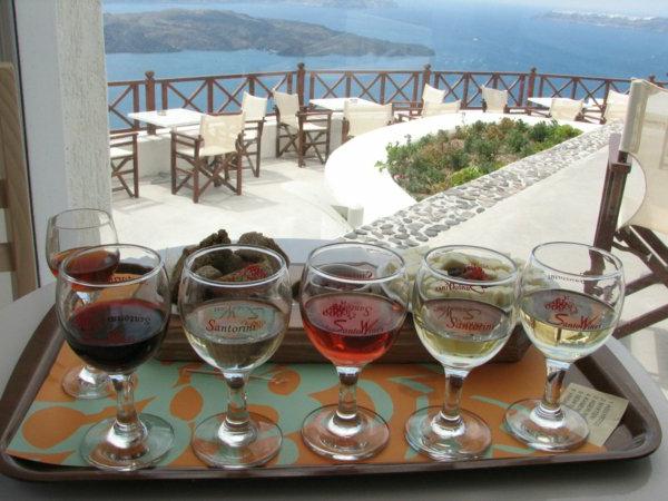 les-Vacances-à-Santorin-Grèce-mer-egée-vin