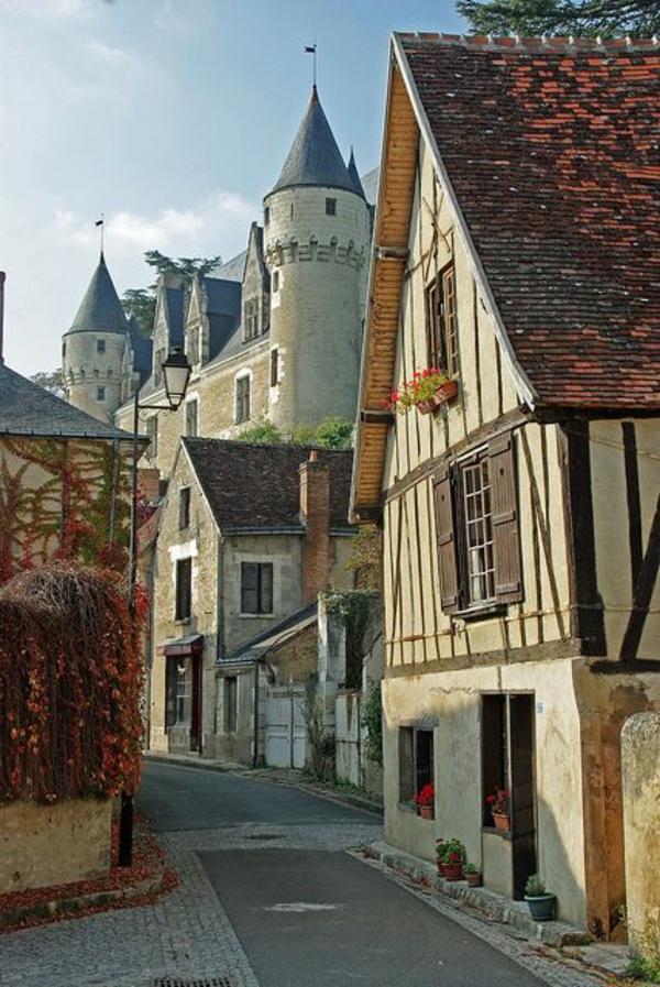 les-châteaux-de-la-Loire-château-au-bout-du-village