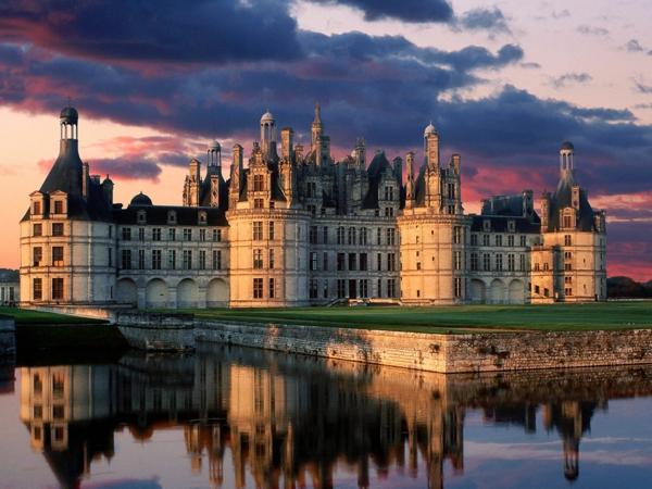 les-châteaux-de-la-Loire-le-château-au-coucher-du-soleil