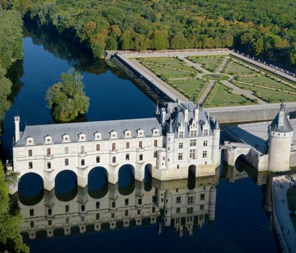 les-châteaux-de-la-Loire-le-château-et-la-Loire