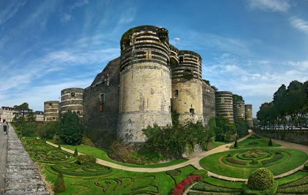 les-châteaux-de-la-Loire-un-château-et-son-jardin