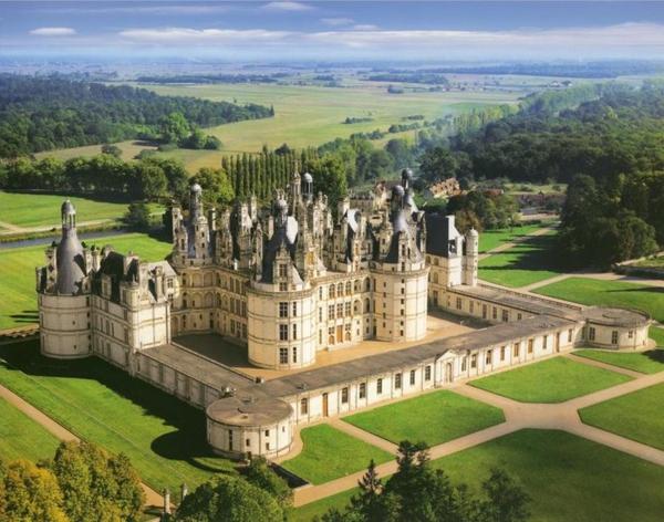 les-châteaux-de-la-Loire-un-château-vu-de-haut